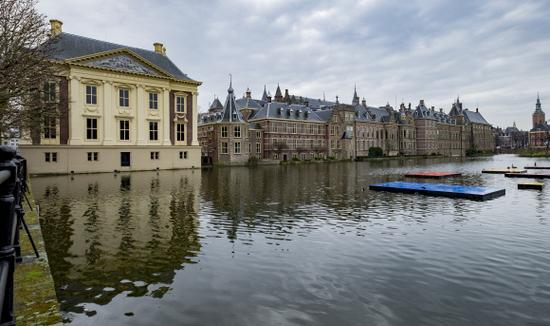 Den-haag_Binnenhof-mauritshuis